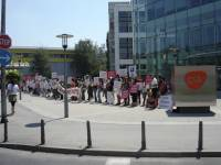 Protest in front of GSK [ 40.36 Kb ]