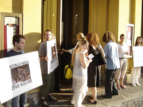 Protest in front of Croatian National Theater 3