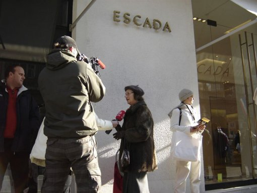 Protest in front of ESCADA 3 [ 79.00 Kb ]
