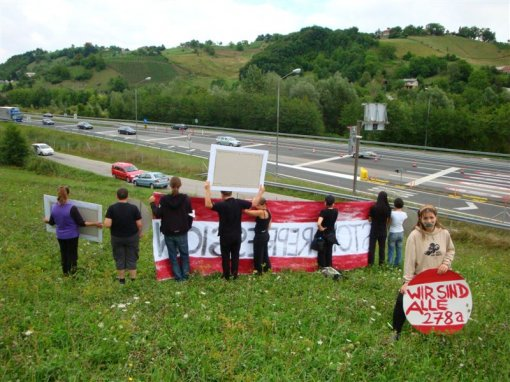 Protest on the Austrian-Slovenian border 5 [ 128.31 Kb ]