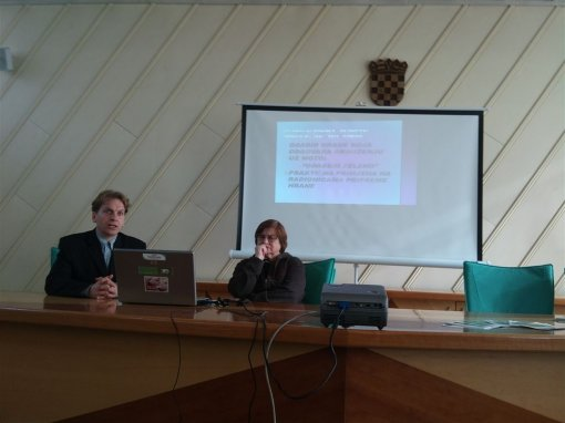 Press conference in Zapresic 2 [ 72.40 Kb ]